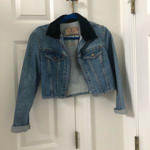 Light blue cropped jean jacket w faux fur collar